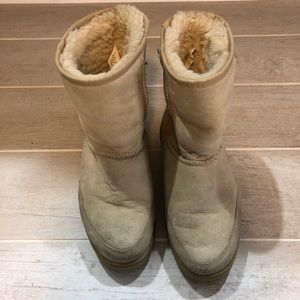 Women's Tan Short UGG Boots - size 7